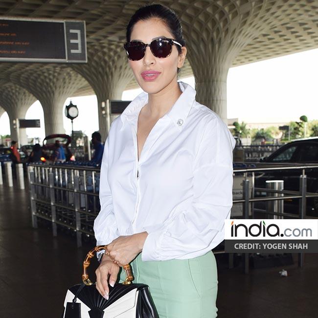 Sophie Choudry at Mumbai airport in green pants