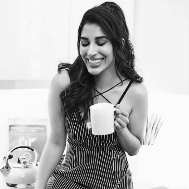 Sophie Choudry is hotness personified