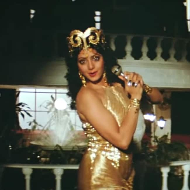 Sridevi In Mere Haathon Mein Nau Nau Choodhiyan Song From Chandni Movie Farewell To Sridevi Best Dance Performances Of The Diva That Will Have An Everlasting Impression Celebs Photo Gallery