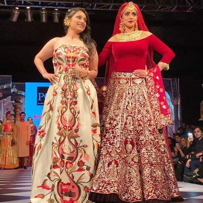 Sridevi Kapoor Walks The Ramp At A Fashion Show In Bangalore Sridevi Recreates Her Rajasthani Look From Lamhe At A Fashion Show In Bangalore Events Photo Gallery India Com Photogallery