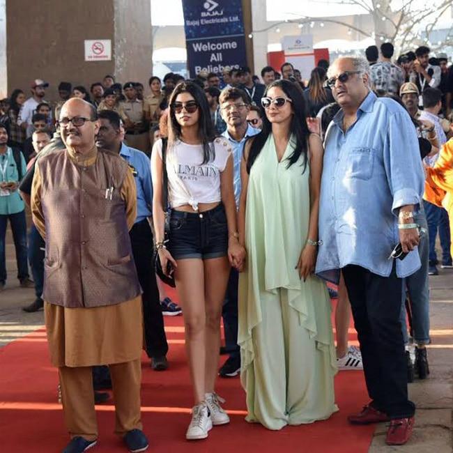 Sridevi with husband Boney Kapoor and daughter Khushi Kapoor at Justin Bieber   s concert