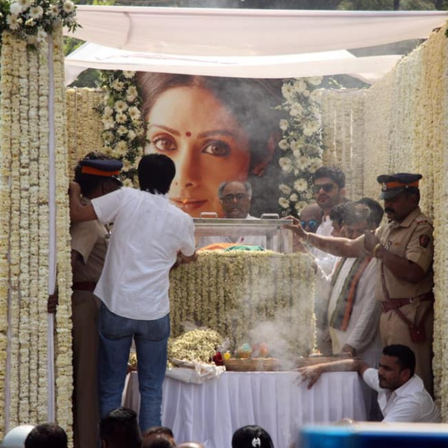 Sridevi   s final journey to the crematorium