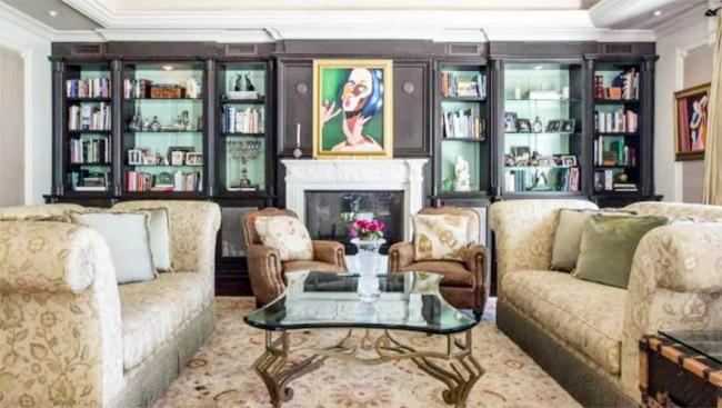 SRK   s Los Angeles House Has Six Spacious Bedrooms