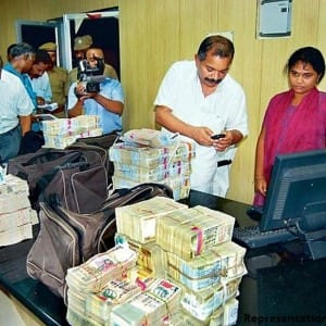 9 things you need to know about Income Tax raids following currency ban!