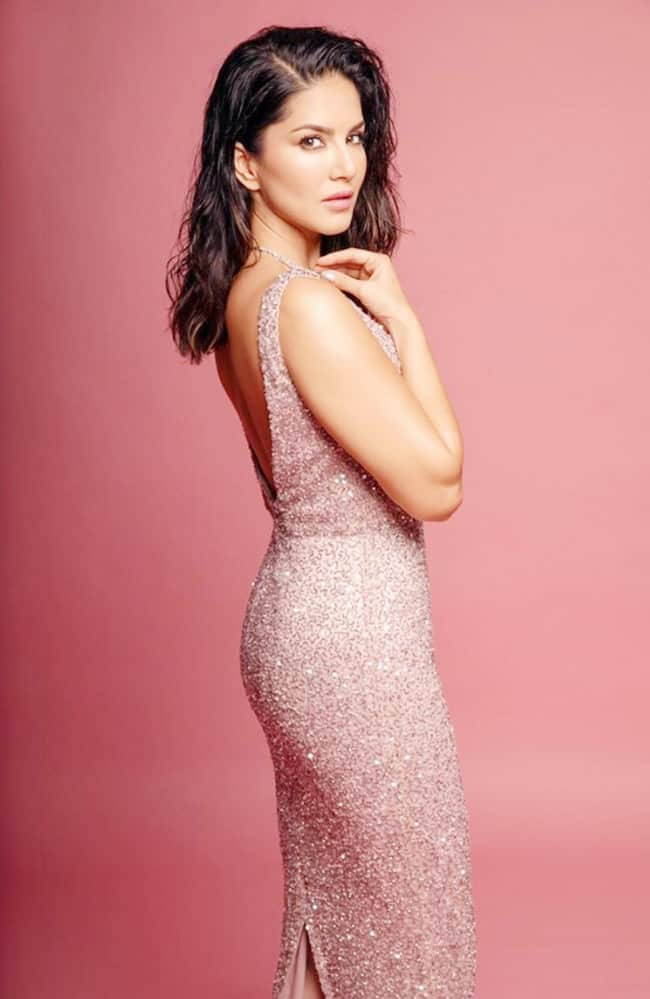 Sunny Leone Clad in Shimmery Purple Dress