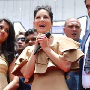 PHOTOS: Kochi became a SEA OF FANS during Sunny Leone's Kerala visit!