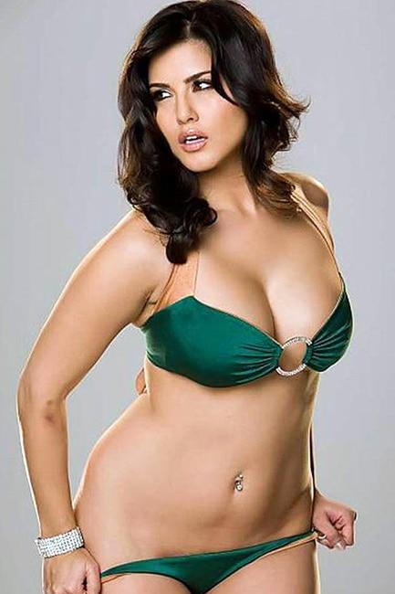Sunny Leone flaunts green lingerie
