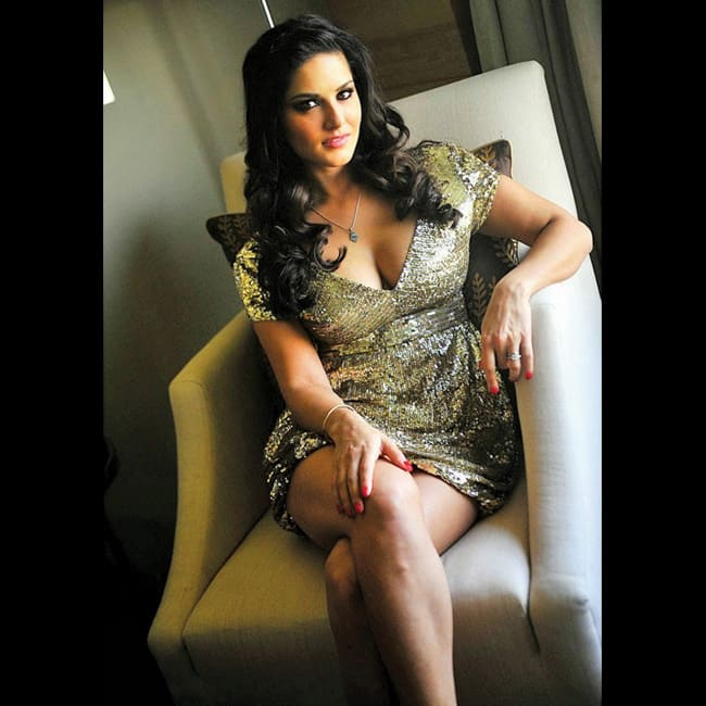 Sunny Leone flaunts her cleavage