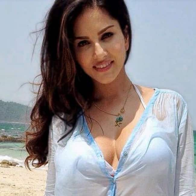 Sunny Leone flaunts her cleavage in this picture