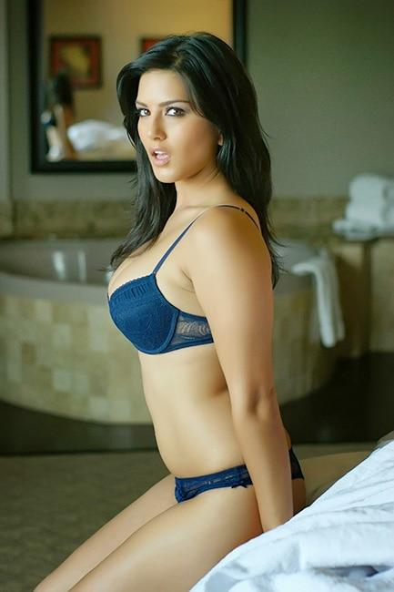 Sunny Leone gives seductive poses during hot photoshoot