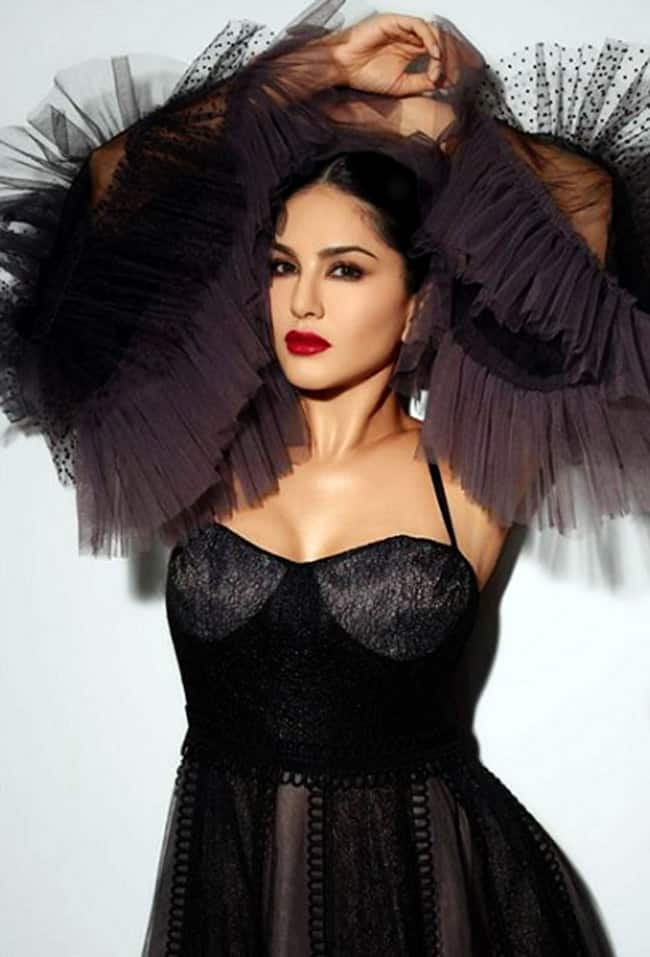 Sunny Leone graces the Gold Awards 2019 in a sexy black gown