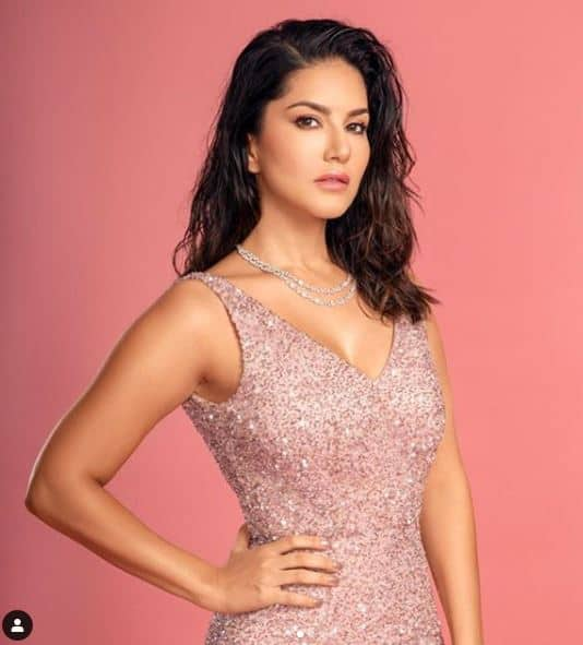 Sunny Leone has never failed to impress her fans with hotness