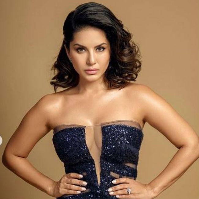 Sunny Leone Looks Hot And Sexy