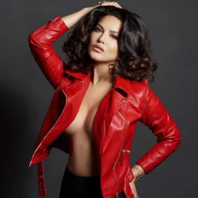 Sunny Leone Looks Sexy AF in Dabbo Ratnani s Calender