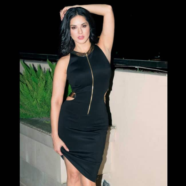 Sunny Leone looks smoking hot in this picture