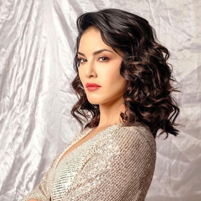 Sunny Leone Looks Uber Hot in Golden Mini Dress