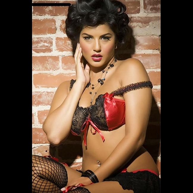 Sunny Leone poses for a seductive picture
