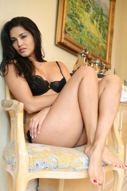 Sunny Leone poses super seductive in HD picture