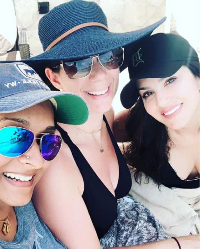Sunny Leone Poses With Her Girl Gang at Cancun  Mexico