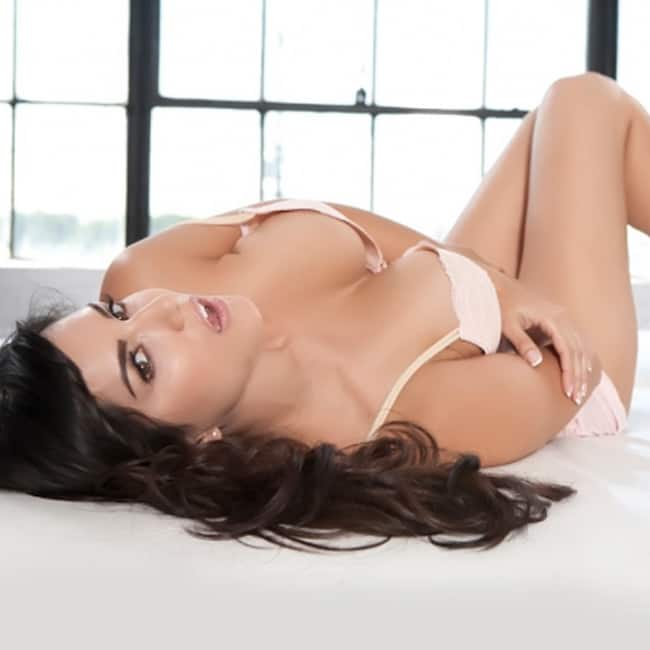 Sunny Leone posing in super hot lingerie for HD picture