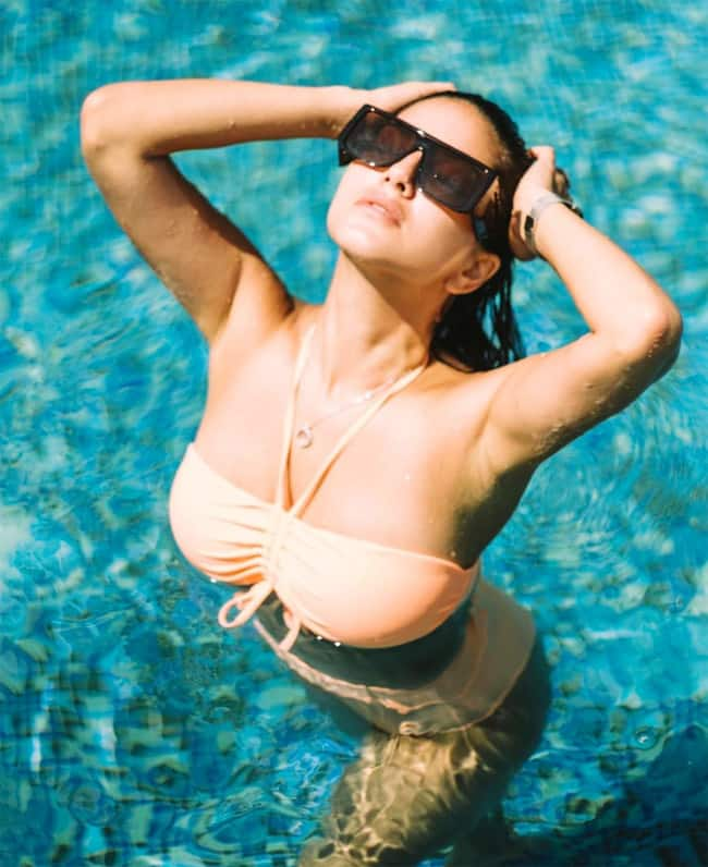 Sunny Leone Shares New Pool picture 2021