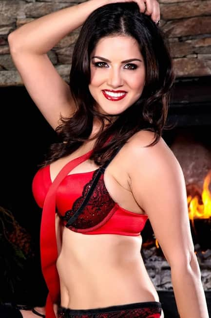 Sunny Leone smoking hot in red lingerie