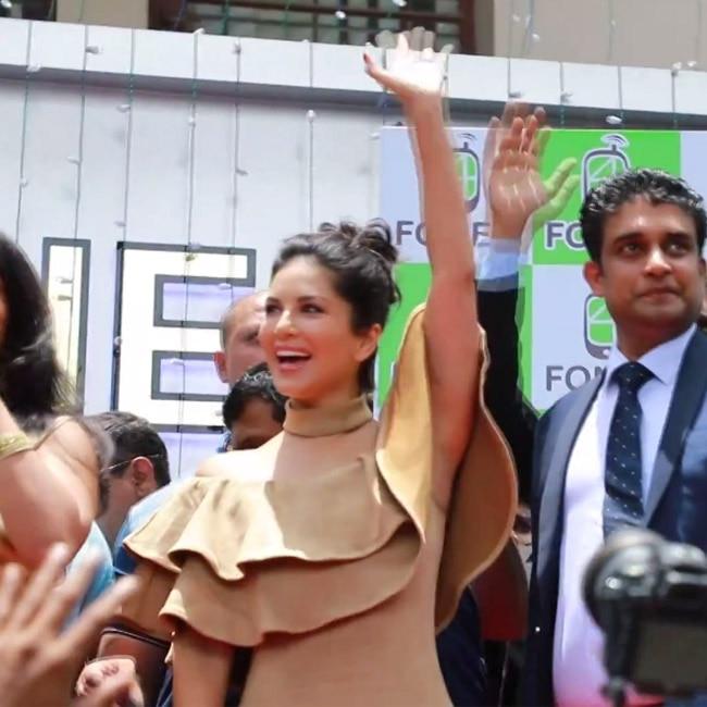 Sunny Leone waving  her fans in Kochi