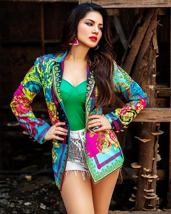Sunny Leone Welcomes Holi With Her Vibrant Colourful Look