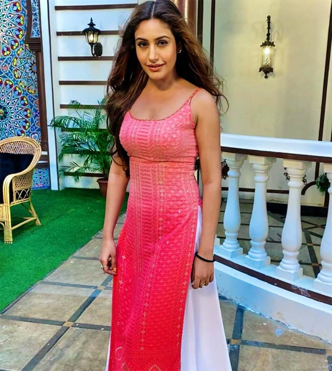 Surbhi Chandna looks ethereal in a gorgeous pink sleeveless suit