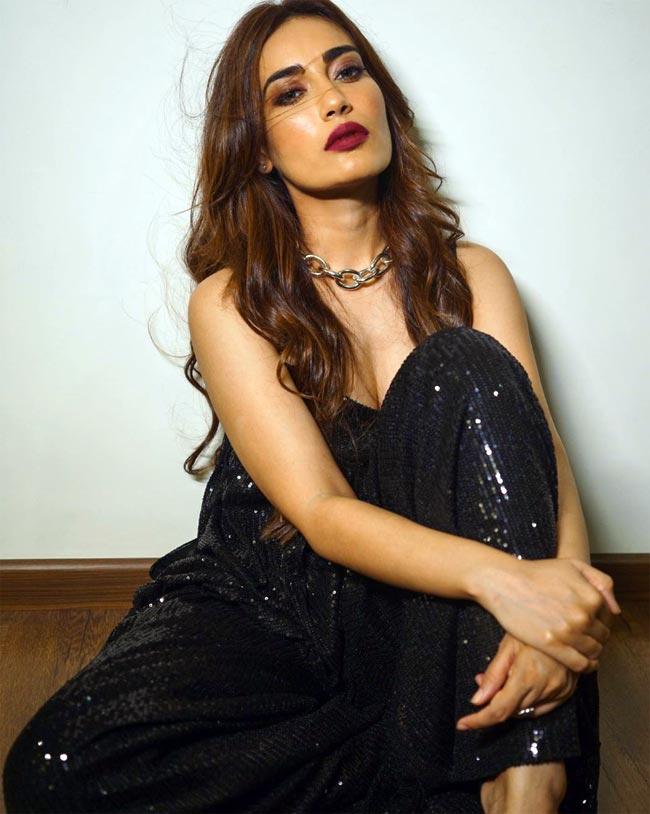 Surbhi Jyoti Looks Stunning in Black Shimmery Dress