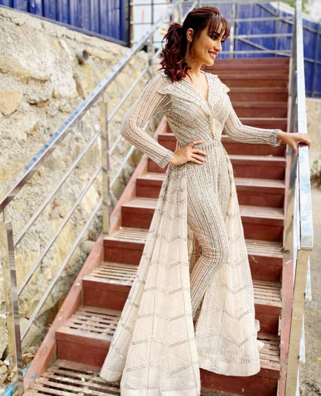 Surbhi Jyoti Stuns Her Fans Through Her Latest Glamorous Look