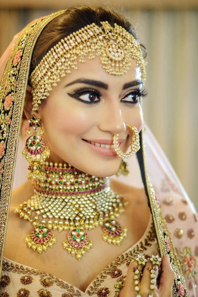 Surbhi Jyoti s hot style