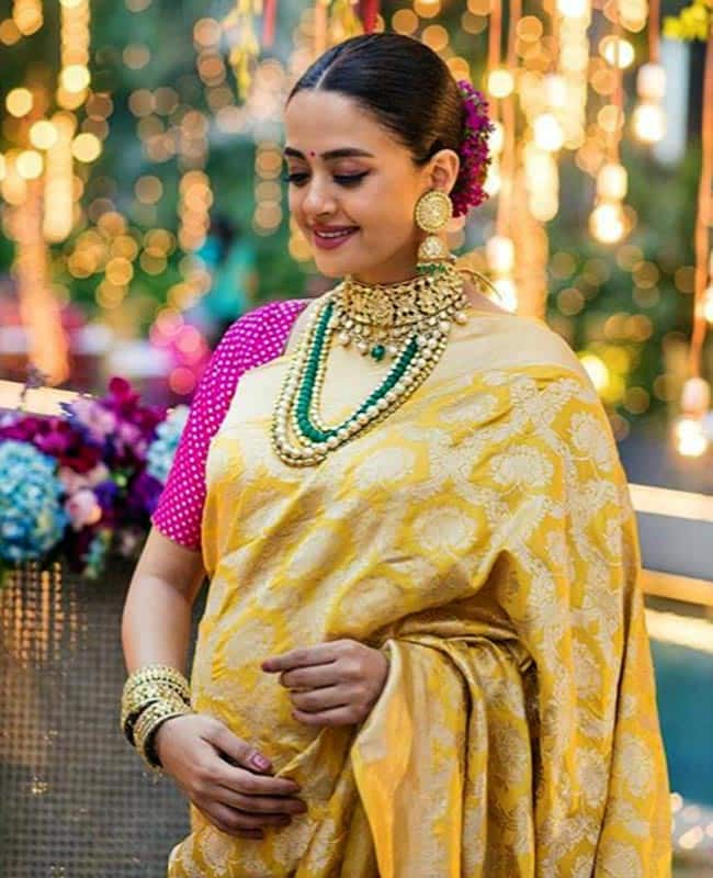 Surveen Chawla chose to wear a south Indian saree with traditional jewellery