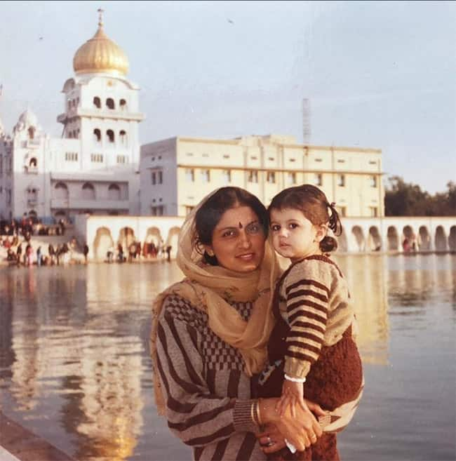 Taapsee Pannu with her mother