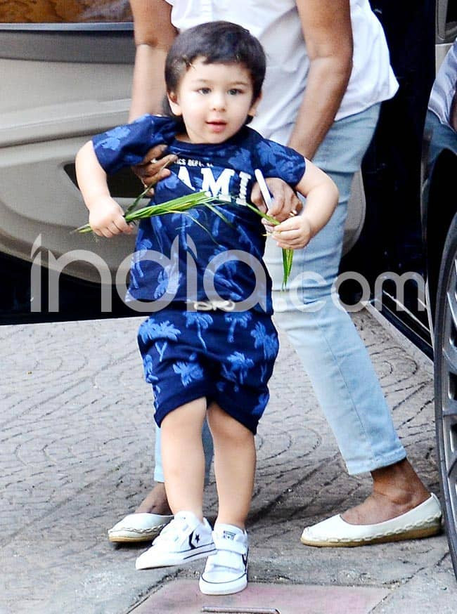 Taimur Ali Khan Gives a Smile to Paparazzi Before Going Out to Play