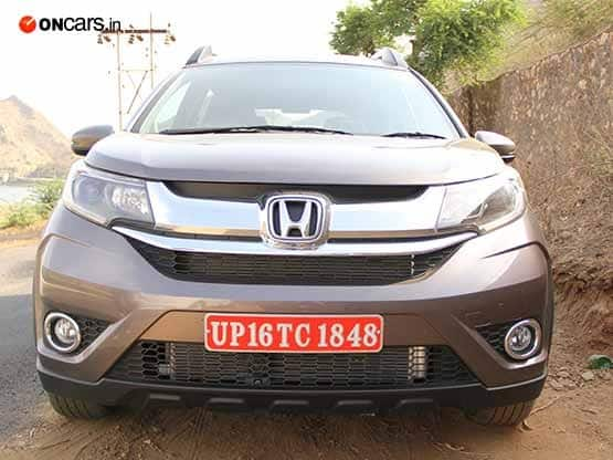 The front profile of the Honda BR V compact SUV is very sleeky designed with headlamps inspired from City sedan  The signature Honda grille comes with chrome garnishing is major highlight for front facia of the compact SUV