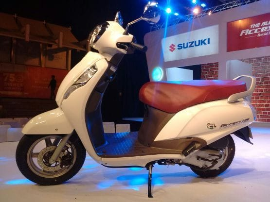 The new Suzuki Access 125 Special Edition comes with cosmetic upgrades only which includes a special edition badging along with chromed rear view mirrors and maroon coloured seat