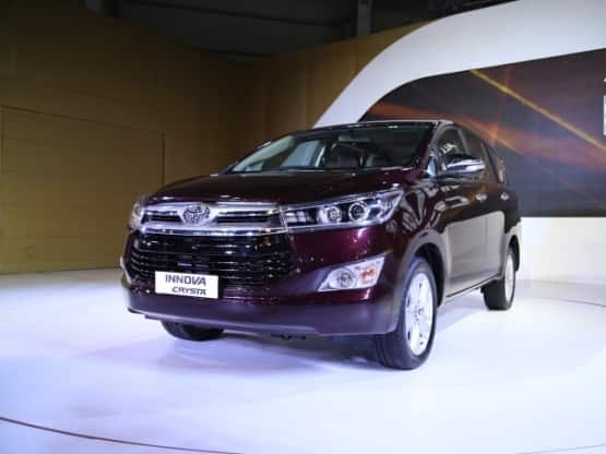The overall silhouette of the new Toyota Innova Crysta remains unchanged but the MPV looks more stylish  elegant and premium than the preceding version  Majority of the styling cues are borrowed from Corolla and Camry