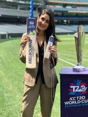 Bollywood Actress Kareena Kapoor Khan Ups Glamour Quotient as She Unveils ICC T20 World Cup Trophies in Melbourne, Australia   SEE PICS