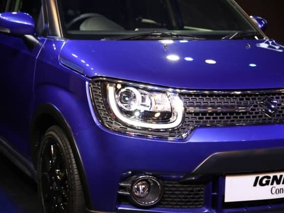 The side profile of the Ignis is fairly simple save for the swelled wheel arches  The A and B pillar are coloured black while the C pillar is body coloured and is quite thick as compared to the other two  The windows are cut in sharp lines and there is a door mounted ORVM