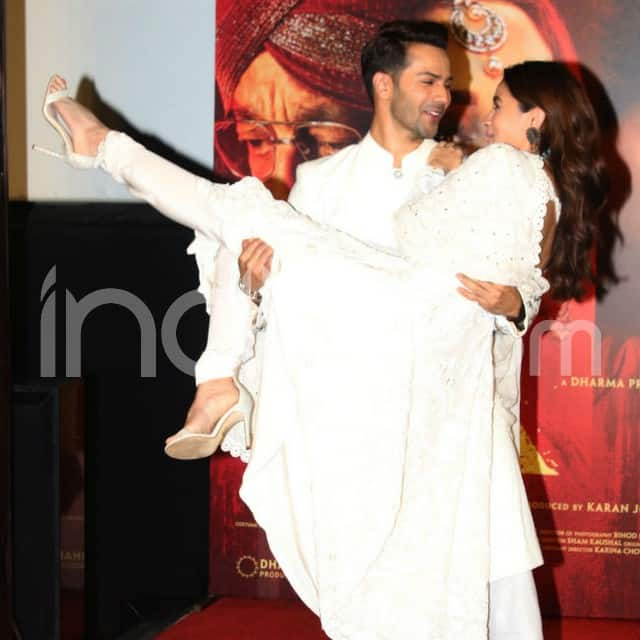 The stars created Humpty Sharma Ki Dulhania pose