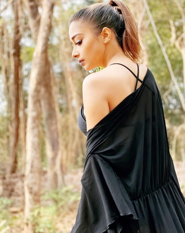 Tina Datta looks super sexy in black monokini