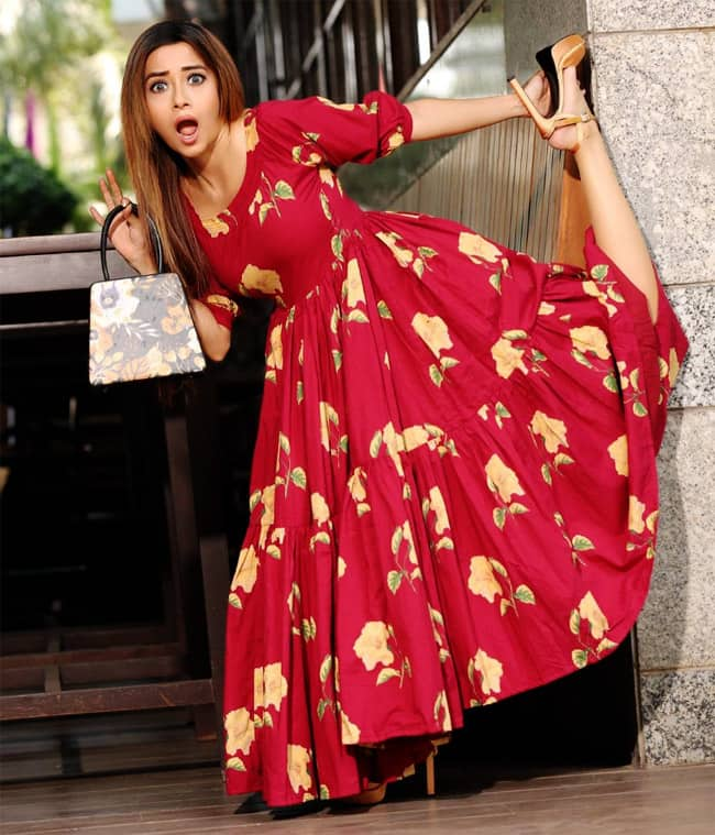 Tinaa Dattaa Looks Drop dead Gorgeous in Long Gown And High Heels