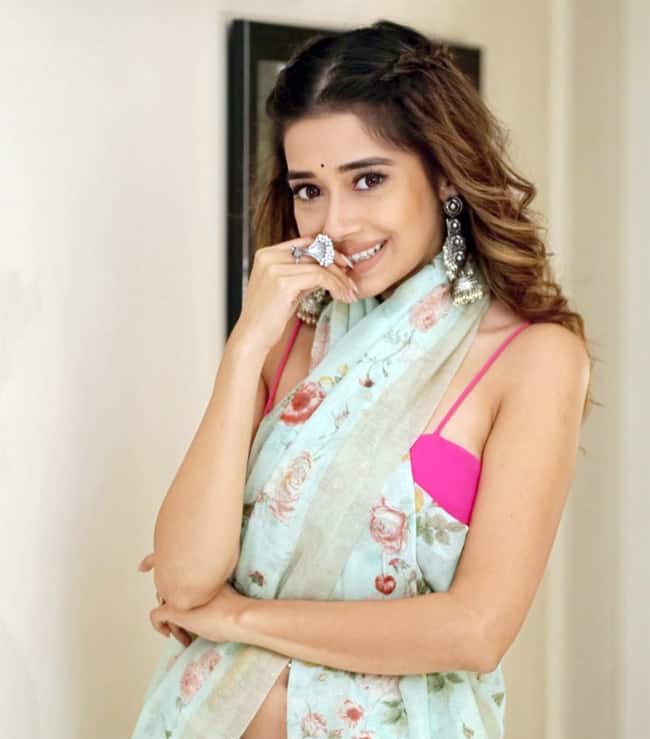 Tinaa Dattaa Swags Up Her Look With Gorgeous Saree And Pink Blouse