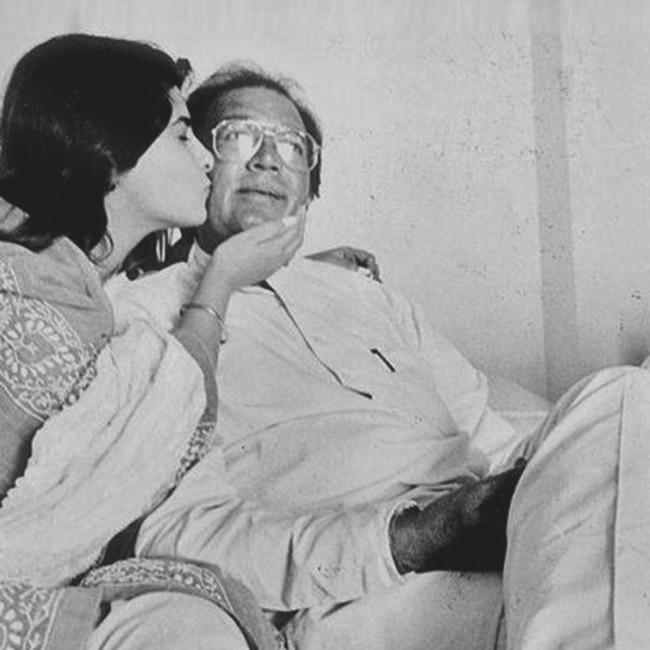 Twinkle Khanna with daddy Rajesh Khana and mommy Dimple Khanna