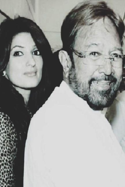Little Twinkle Khanna and father Rajesh Khanna