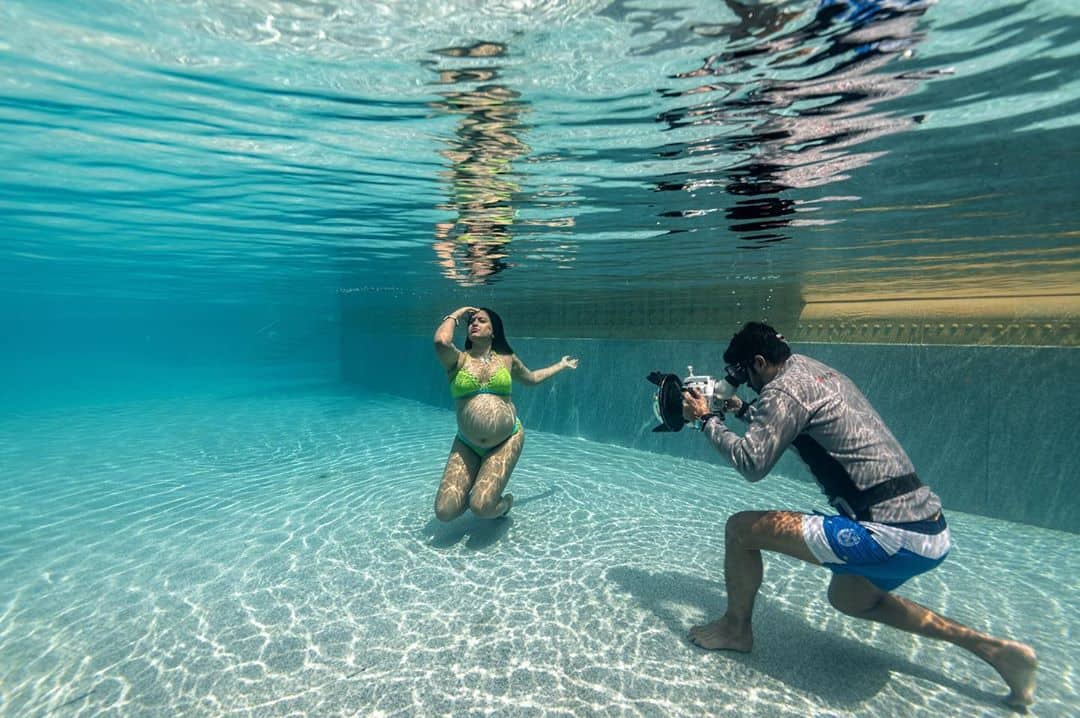 Underwater pregnancy shoot