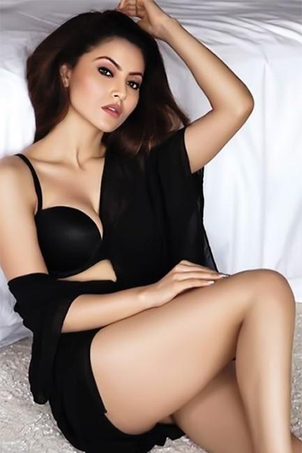Urvashi Rautela flaunting super ht curves in sexy night wear