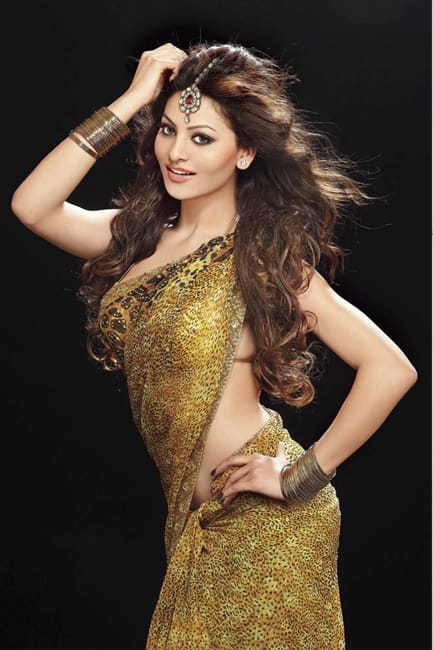 Urvashi Rautela flaunts her sexy curves in this picture