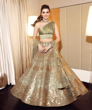 Urvashi Rautela Goes Sultry And Stunning in Her Green Lehenga by Reynu Tandon - See New Pics